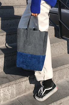 Blue suede (bag)
